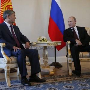 """Vladimir Putin torna in pubblico: """"Io sparito? Senza gossip ci si annoia…"""""""