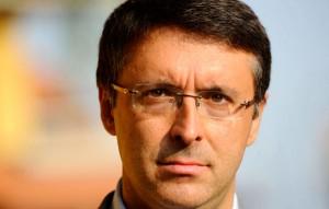 Lupi si dimette. Al suo posto ballottaggio Quagliariello-Cantone