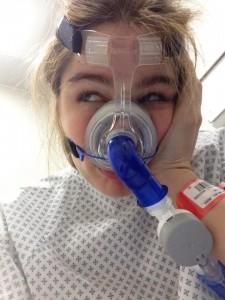 Caterina Simonsen rischia di soffocare: treno fermo, la sua bombola senza aria