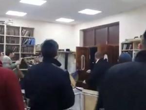 VIDEO YouTube: Londra, ubriachi tentano irruzione in sinagoga. Arrestati