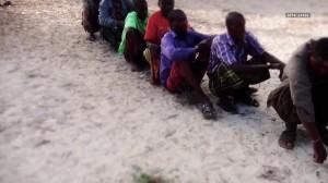 VIDEO YouTube - Somalia, al Shabaab fa nuotare i civili in mare e spara loro