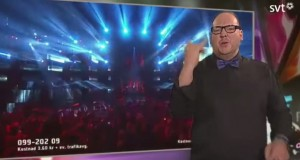 Svezia, interprete lingua segni ruba scena al cantante