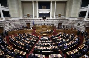 """Grecia: sì del Parlamento (anche di Samaras) a legge Tsipras contro """"crisi umanitaria"""""""