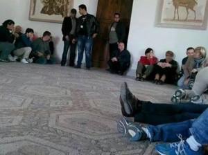 "VIDEO YouTube - Turista francese chiama da Museo Bardo: ""Sparano"""