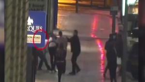 VIDEO YouTube. Rissa a Southampton, 28enne stacca a morsi mignolo a passante