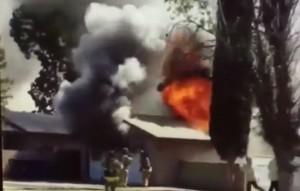 pompiere precipita da tetto: inghiottito da fiamme, ustioni 60% corpo
