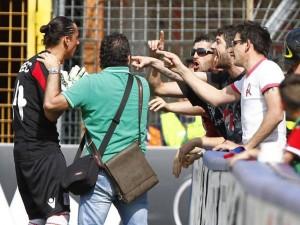 Vicenza prende cinque gol, tifoso torna a casa prima e trova moglie con l'amante