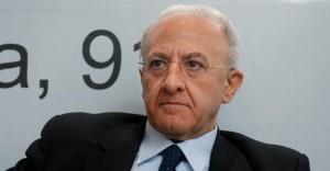 Campania, sondaggio: per 83% Vincenzo De Luca deve rinunciare
