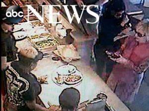 VIDEO YouTube: Hillary Clinton ordina al fast food. Nessuno la riconosce