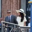 George Clooney e Amal sul lago di Como: multa da 500 euro a chi si avvicina