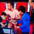 """The Voice, Francesco Facchinetti fa tatuaggio in diretta: """"I Love 7"""