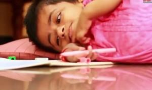 VIDEO YouTube: Girija soffre di agenesia congenita: ha 19 anni e ne dimostra 2