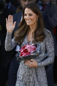 Kate Middleton incinta al volante, royal baby in ritardo