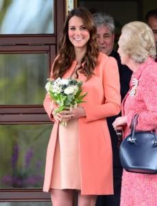 Kate Middleton pronta a parto, William correrà da lei in auto: niente elicottero