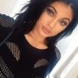 """Kylie Jenner Challenge"", labbra a""canotto"" sorella di Kim Kardashian imitate su Twitter"