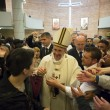 Sylvie Lubamba: papa Francesco le lava i piedi in carcere05