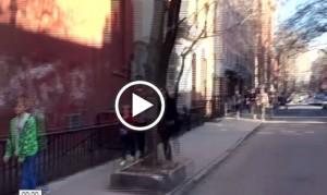 Liv Tyler, relax dopo parto: in total black per le strade di New York con famiglia VIDEO