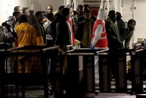 Libia. Piano Ue: scafisti come i pirati somali, droni Ue contro la flotta