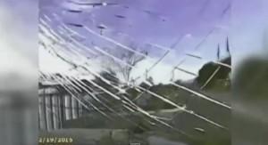 VIDEO YouTube - Auto polizia insegue criminale, accelera e lo investe