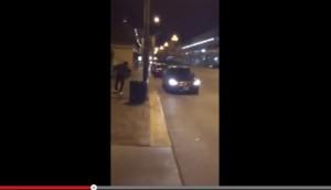 Usa, spallate sui cofani delle auto: polizia arriva e li arresta