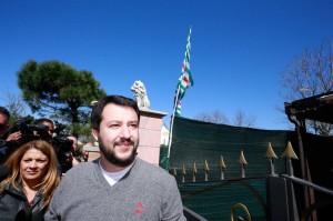 """Salvini """"spianerebbe"""" i rom, altro che i campi, ma chiuderli non è razzismo"""