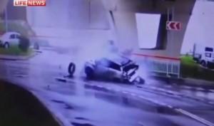 Russia, suv precipita da cavalcavia di 20 metri: conducente illeso