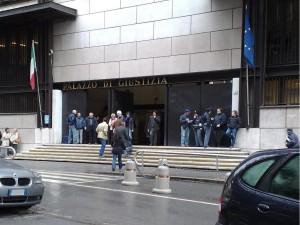"""Genova, cerca di entrare in Tribunale col coltello: """"Dimenticato nel borsello"""""""