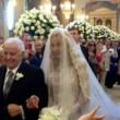Valeria Marini portata all'altare dal padre, il 5 maggio 2013