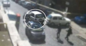 Napoli, rapinatore seriale trascina donna per le strade del Vomero VIDEO