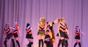 Video YouTube - Russia, ballerine minorenni: twerking con i colori patriottici