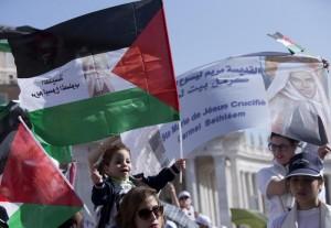 Papa fa sante 4 donne: due della Palestina. A San Pietro anche Abu Mazen