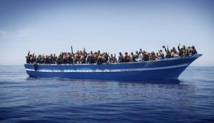 Migranti, Italia chiede il comando della missione anti-scafisti ma i militari frenano