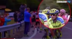 Video YouTube: Alberto Contador abbatte con una manata il bastone da selfie