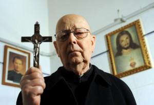 """Padre Amorth: """"Dietro l'Isis c'è Satana che ride"""""""