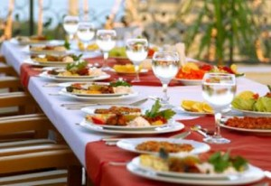 Belluno, pranzo di fidanzamento con 120 invitati: poi fuga senza pagare il conto