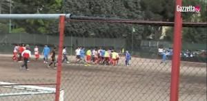 Calcio. Atletico Acilia-Savio. Rissa in campo, insulti dai genitori VIDEO