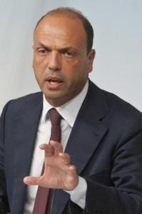 """Immigrazione, Alfano: """"Da Ue un passo avanti, ma non risolve il problema"""""""