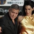 George Clooney e Amal Alamuddin in oro incantano i fan a Tokyo FOTO 2
