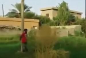 Siria, Isis uccide prigioniero con un bazooka. E filma tutto