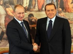 Silvio Berlusconi e il primo ministro russo Vladimir Putin il 26 aprile del 2010, a villa Gernetto al termine di una conferenza stampa (foto Ansa)