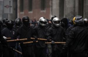Expo, milanesi in strada per ripulire la città dopo le devastazioni