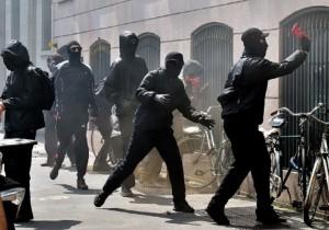 """Expo. Black bloc fermati la sera prima ma liberati dal giudice: """"Solo graffitari"""""""
