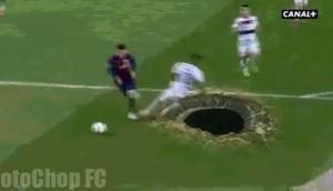 VIDEO YouTube - Boateng cade nella buca e Messi segna...