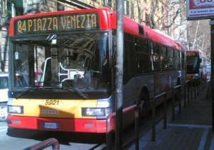 Sciopero (autonomi) bus e metro: a Roma si fa, a Milano si precetta