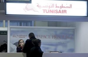 """Isis annuncia attentati: """"Musulmani non prendete aerei Tunisair dal 3 giugno"""""""