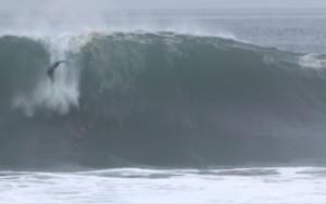 California, onde alte sei metri: surfisti in festa