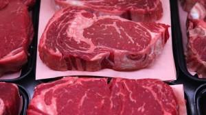 """Nigeria, al ristorante ordinano bistecca: """"Buonissima"""". Scoperta choc: è carne umana"""