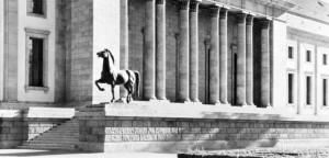 """Cavalli di bronzo di Hitler e statua della """"Wehrmacht""""ritrovati dopo 70 anni"""