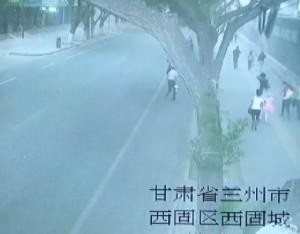 Cina, muro cade per forte vento e travolge passanti: 2 morti