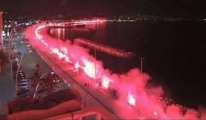 VIDEO YouTube: Ciro Esposito, fumogeni rossi in suo ricordo sul lungomare di Napoli